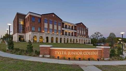 community/junior college definition